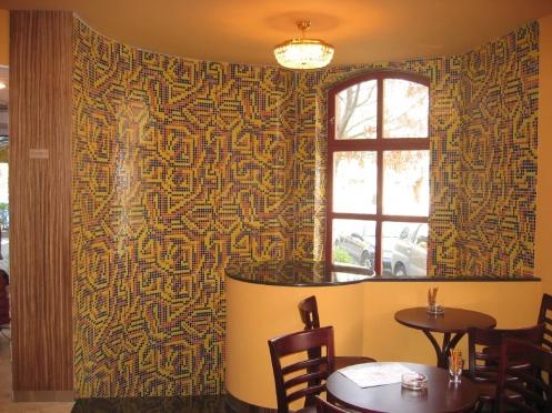 Café Montecassino mozaikkal burkolt fala