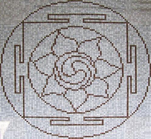 Mandala aranyos mozaikból