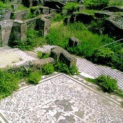 Fürdő mozaikpadlójának romjai