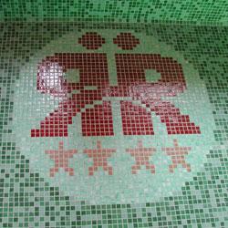 Cégembléma üvegmozaikból